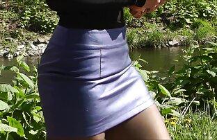 Նա հանեց իր շալվարը джорпец եւ masturbated իր pussy է շիկահեր.
