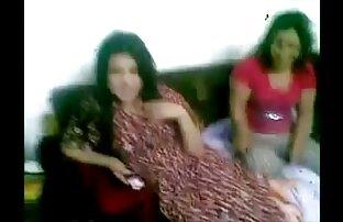 Տղան գնում թամիլացի դերասանուհի սեքս տեսանյութեր է տղամարդու նշան, որը քնում է տրիկոտաժի հագուստի տակ: