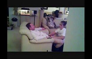 Ուղեկիցը կտոր դրդում է երկու սեքս Քի տեսանյութեր ձեռքով օրիորդաց թութակին